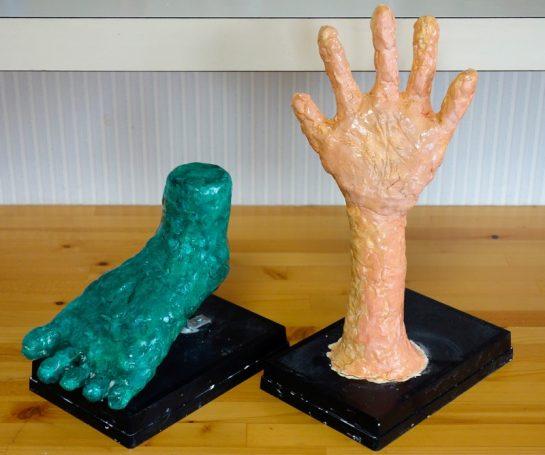 手の塑像と足の塑像(小3)