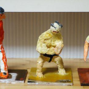 人物彫塑・スポーツをする人(左から小4、小2、小1)