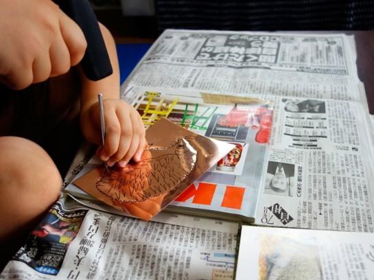 銅板レリーフ制作風景