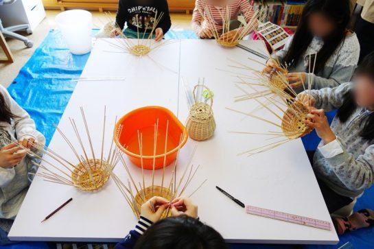 籐のかご編み風景(日曜クラス)