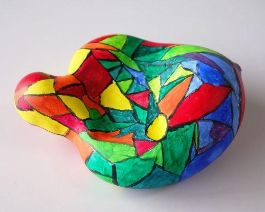 石膏の抽象彫刻(中1)