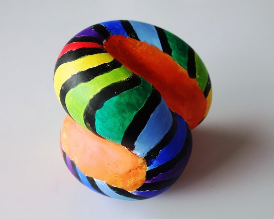 石膏の抽象彫刻(小6)
