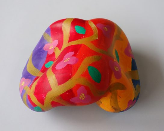 石膏の抽象彫刻(小4)