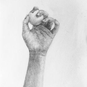 手とピンポン球のデッサン(小6)